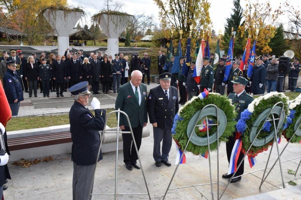 Predstavniki veteranskih in domoljubnih organizacij so se poklonili spominu na padle v vojnah za Slovenijo