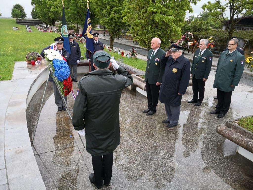 Delegaciji ZVVS in ZPVD Sever položili venec na Ljubljanskih Žalah