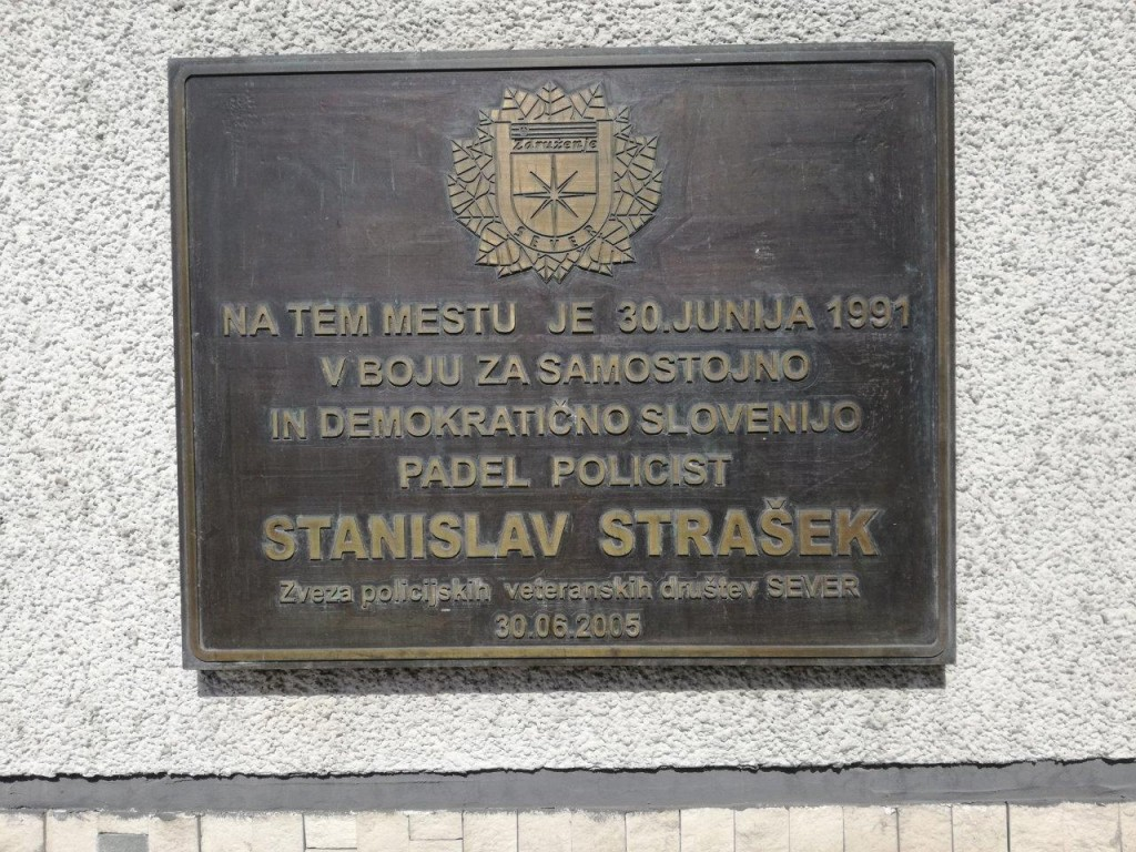 Počastitev spomina na v vojni 1991 padlega miličnika Stanislava Straška