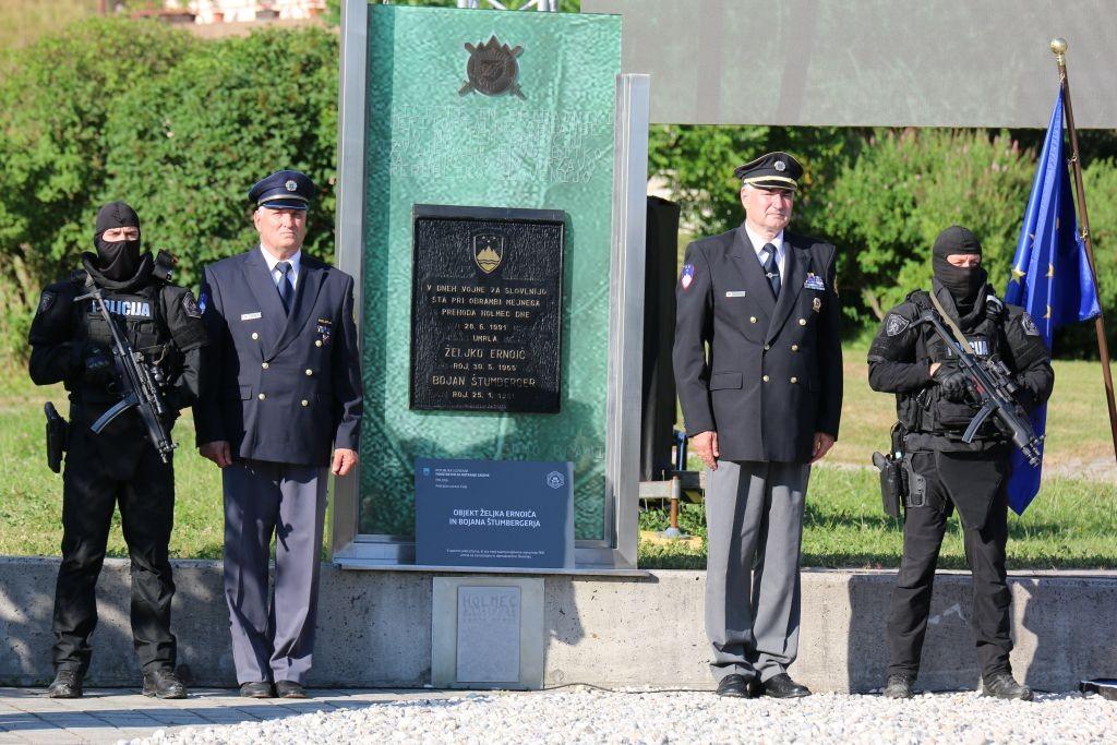 Ob dnevu policije in 30-letnici njenega delovanja v samostojni Sloveniji priredili osrednjo slovesnost na Holmcu